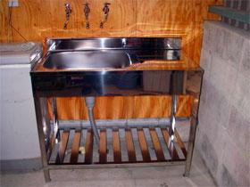 「そらふぁブルーベリーガーデン」様の土間用オールステンレスキッチン